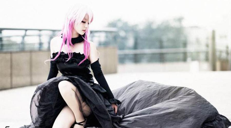 大妈怒怼cosplay女孩